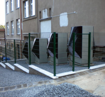 Základní škola Křivoklát je vytápěna čtyřmi tepelnými čerpadly vzduch-voda